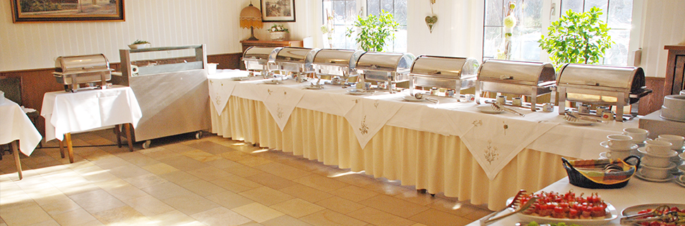 Reichhaltiges Buffet mit saisonalen Gerichten.